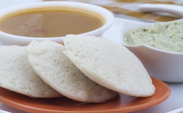 south-indian-food-idli-vada-57665-2527-1.jpg