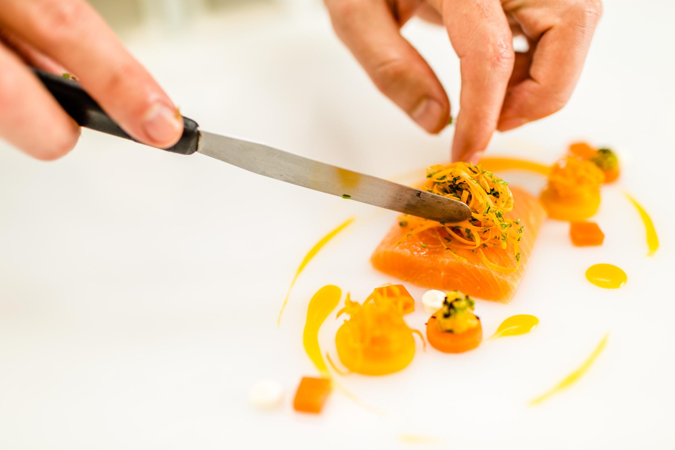Filetto di salmerino con carote e cerfoglio, ricetta di chef Gerhard Wieser