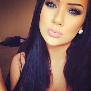 Beautiful black hair blue eyes girl Favim com 1880359