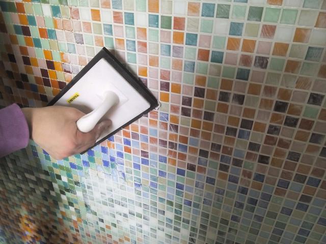 Технология поклейки мозаики на сетке