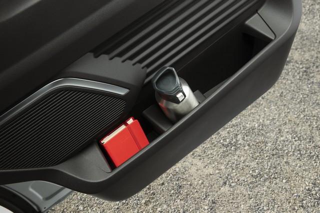Le Nissan NV300 Combi Fait Peau Neuve New-NV300-Combi-Storage-2-1200x800