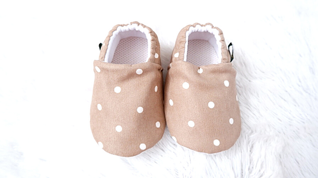 sepatu bayi putih
