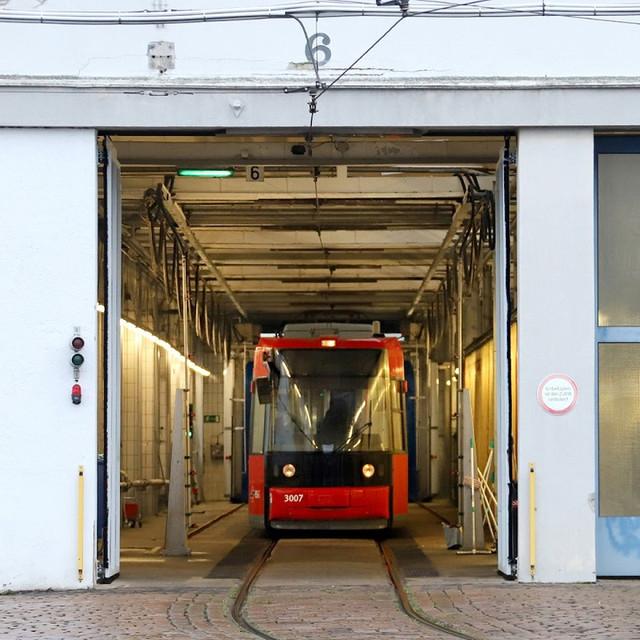 https://i.ibb.co/bHzf858/betriebshof-groepelingen-bremen-strassenbahn-118-v-960x960-c-1578672912057.jpg