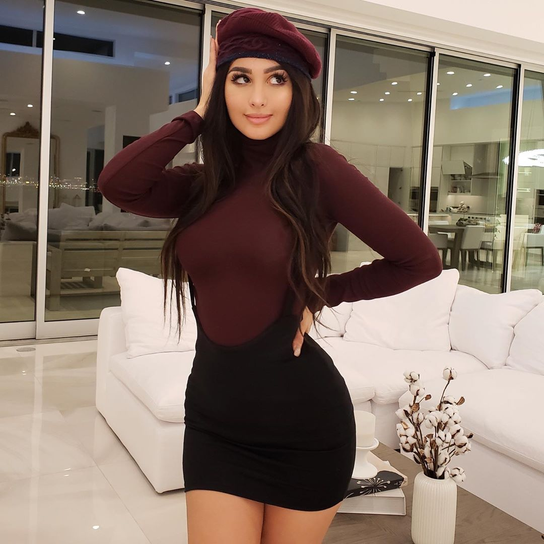 sssniperwolf-Wallpapers-Insta-Fit-Bio-12