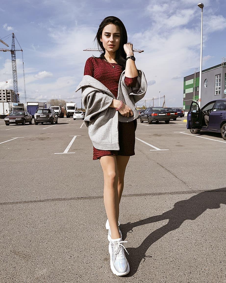 Valeria-Dukova-Wallpapers-Insta-Fit-Bio-5