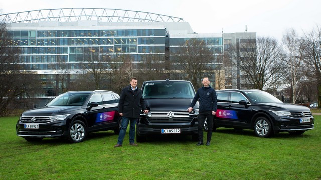 Championnat d'Europe : Volkswagen livre les premiers véhicules à l'UEFA Picturecar-handover-Copenhagen