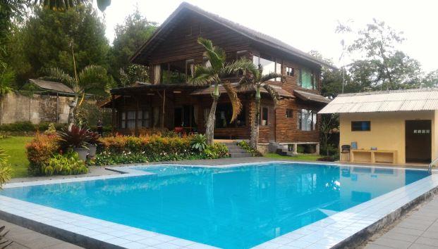 Villa di Puncak Yang Ada Kolam Renang