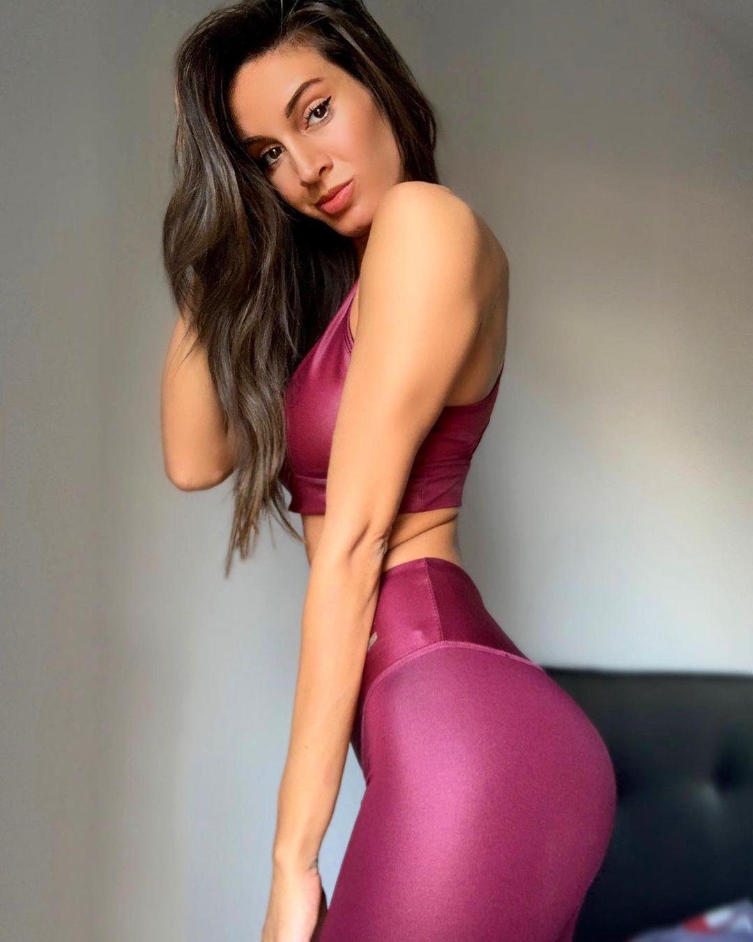 Daniela-Rosati-Wallpapers-Insta-Fit-Bio-4