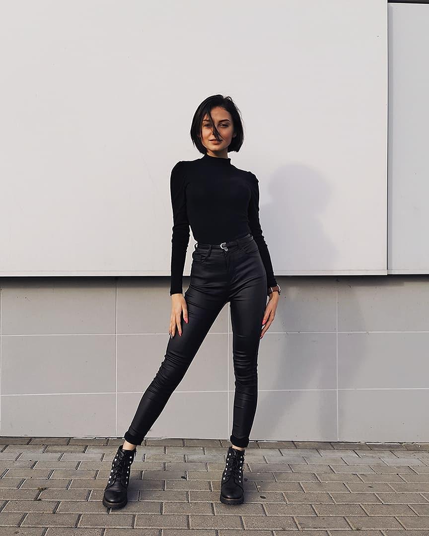 Valeria-Dukova-Wallpapers-Insta-Fit-Bio-2