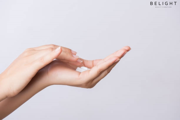 Healthcare-concept-Closeup-shot-of-young-woman-hands-applying-moisturizing-hand-cream