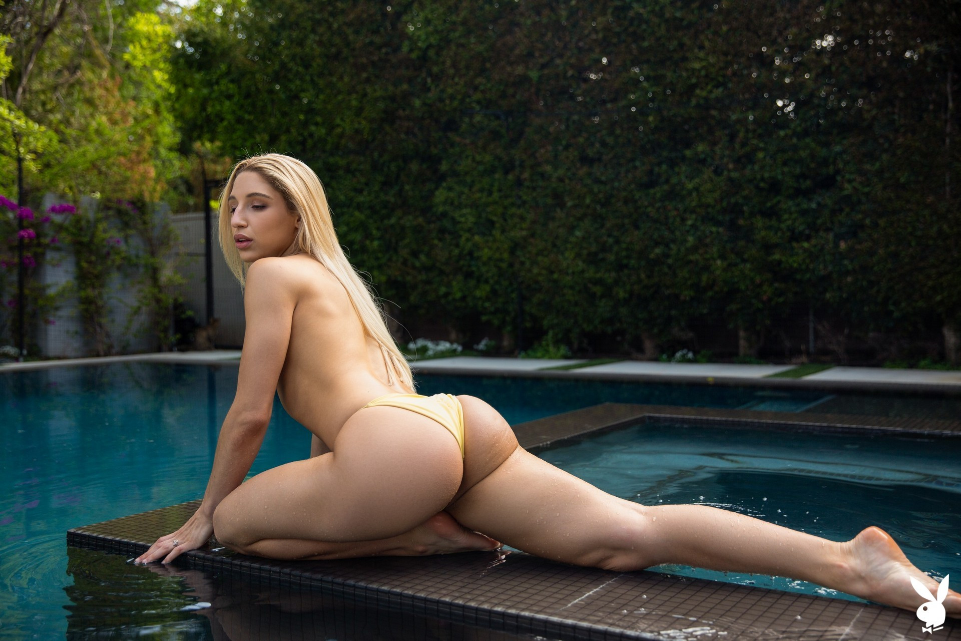 Abella Danger in Ahead of the Curve Abella01-0042