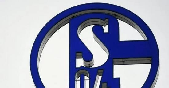 2020-12-13-11-53-49-1-Bundesliga-Ultras-legen-gegen-Schalker-Vorstand-nach-Zeit-auszumisten-N