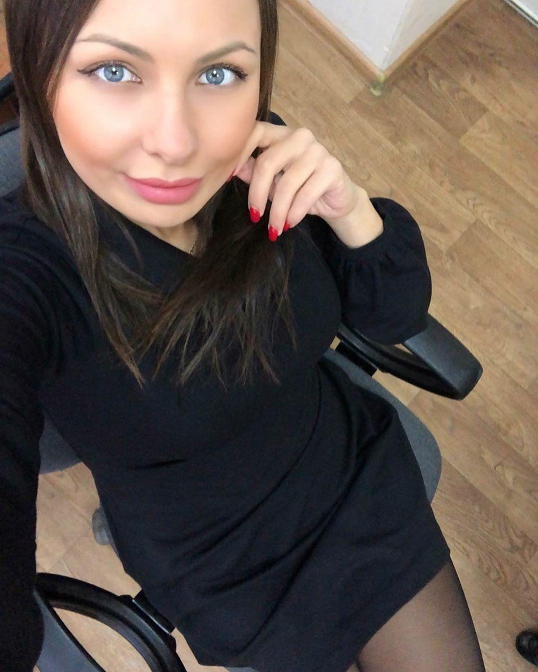 Mindiyarova11-Wallpapers-Insta-Fit-Bio-1