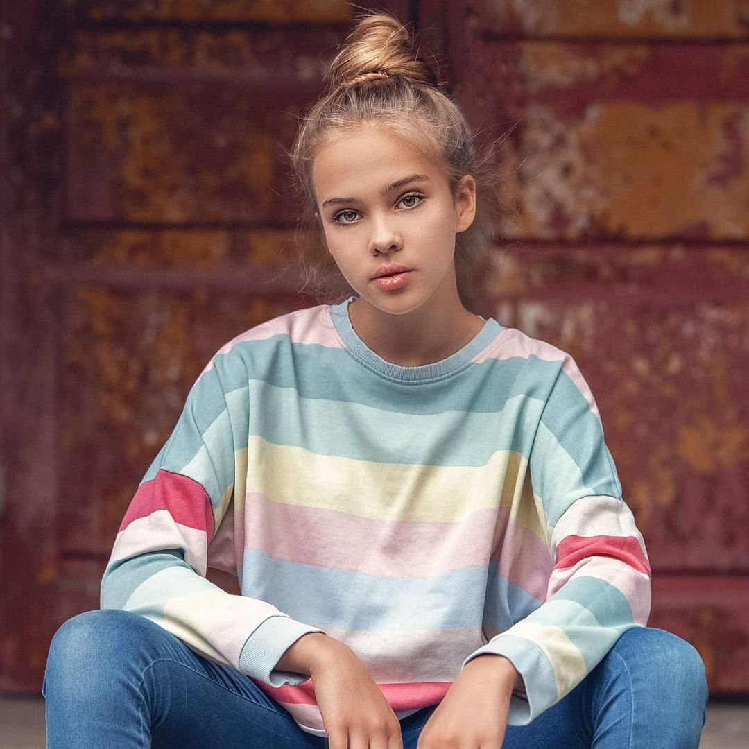 Emilka-Rostek-Wallpapers-Insta-Fit-Bio-14