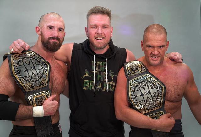 Pat McAfee, Oney Lorcan y Danny Burch Campeones en Pareja de NXT
