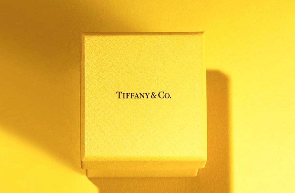 Tiffany, lo store di Beverly Hills si tinge di giallo