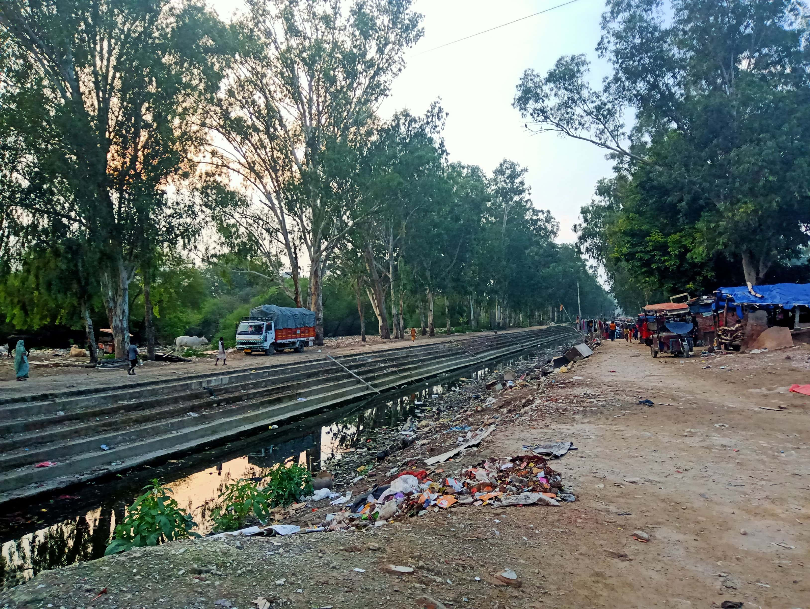 Shalimar Bagh canal