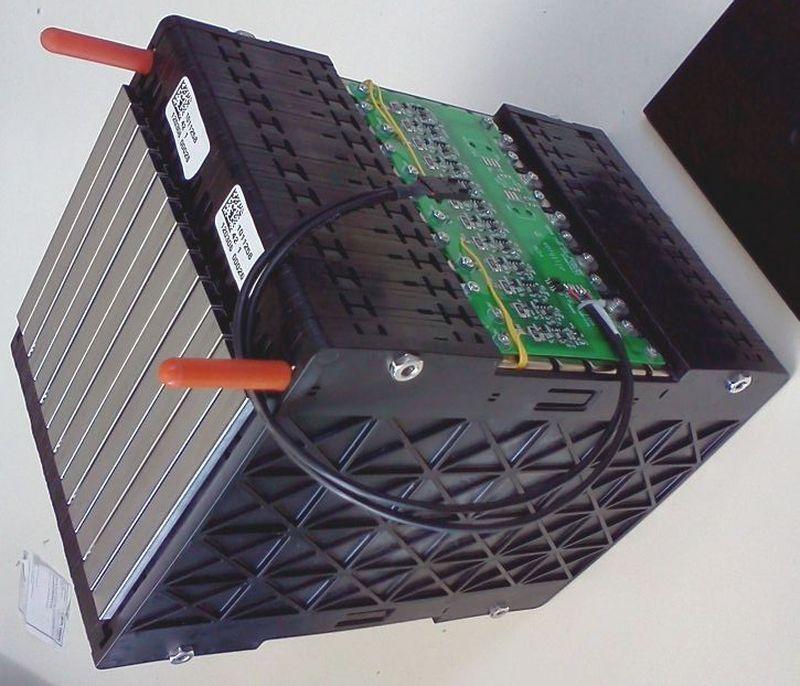 Conjunto-de-bateri-as-unidas-con-su-electro-nica-BMS