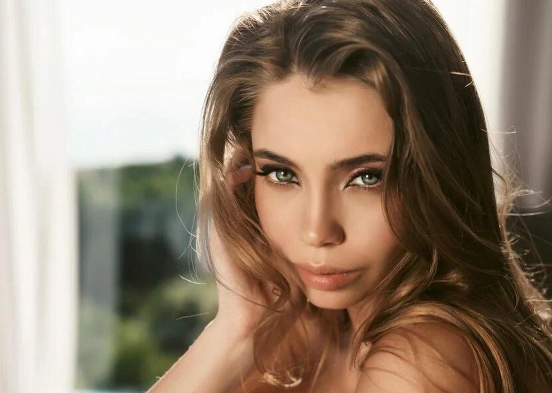 Elizaveta-Vaiss-Wallpapers-Insta-Fit-Bio-19