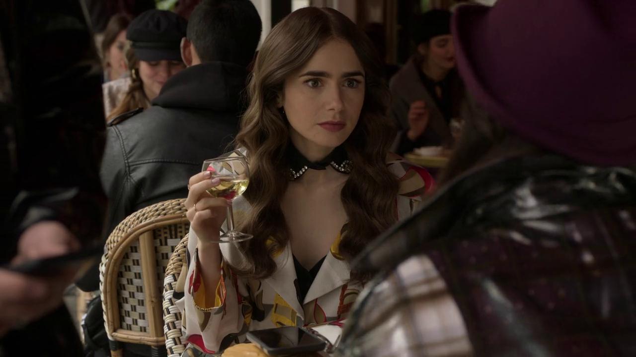 Emily in Paris Season 1 Screen Shot 2