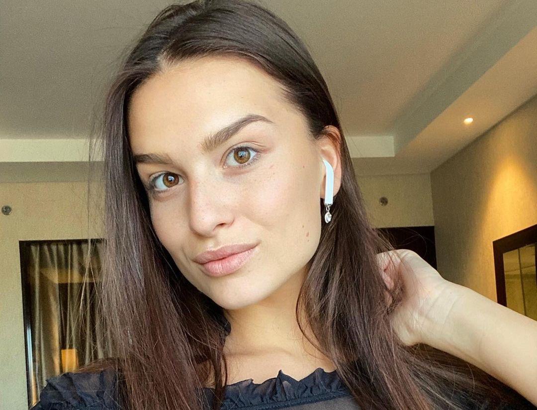 Dominika-Vinsova-Wallpapers-Insta-Fit-Bio-15