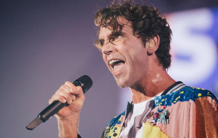 Singer-Mika-696x441.jpg