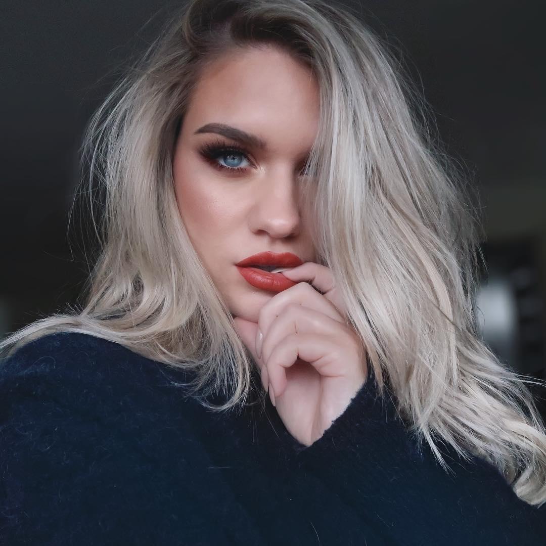 Samantha-Ravndahl-Wallpapers-Insta-Fit-Bio-7