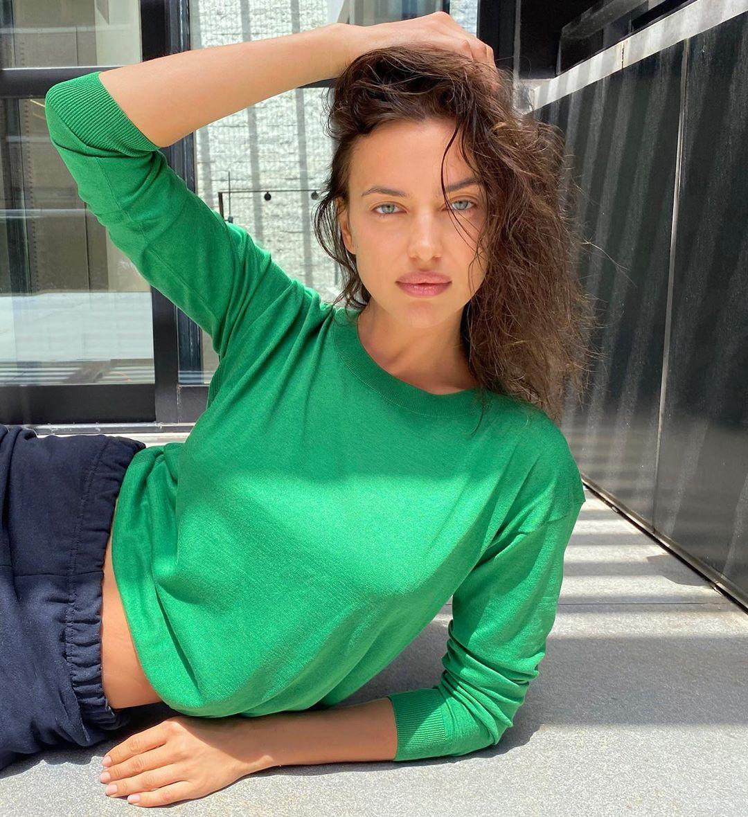 Irina-Shayk-Wallpapers-Insta-Fit-BIo-1
