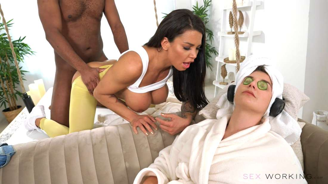 Chloe Lamour, Yves Morgan – Happy Ending In Front Of Wife – Sex Working – Deviante