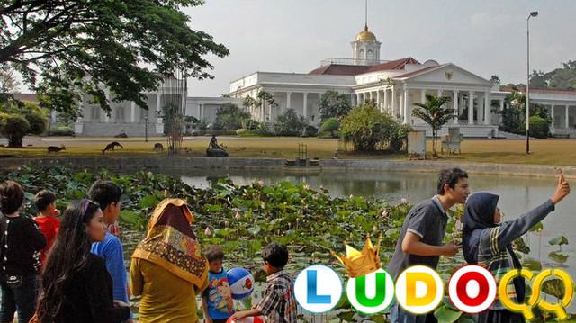 Mitos Jembatan Putus Cinta & Pohon Jodoh di Kebun Raya Bogor