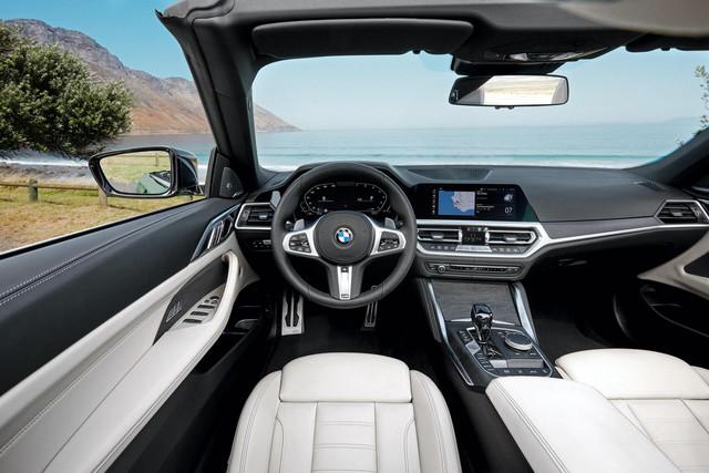 2021-bmw-4-series-convertible-interior-02