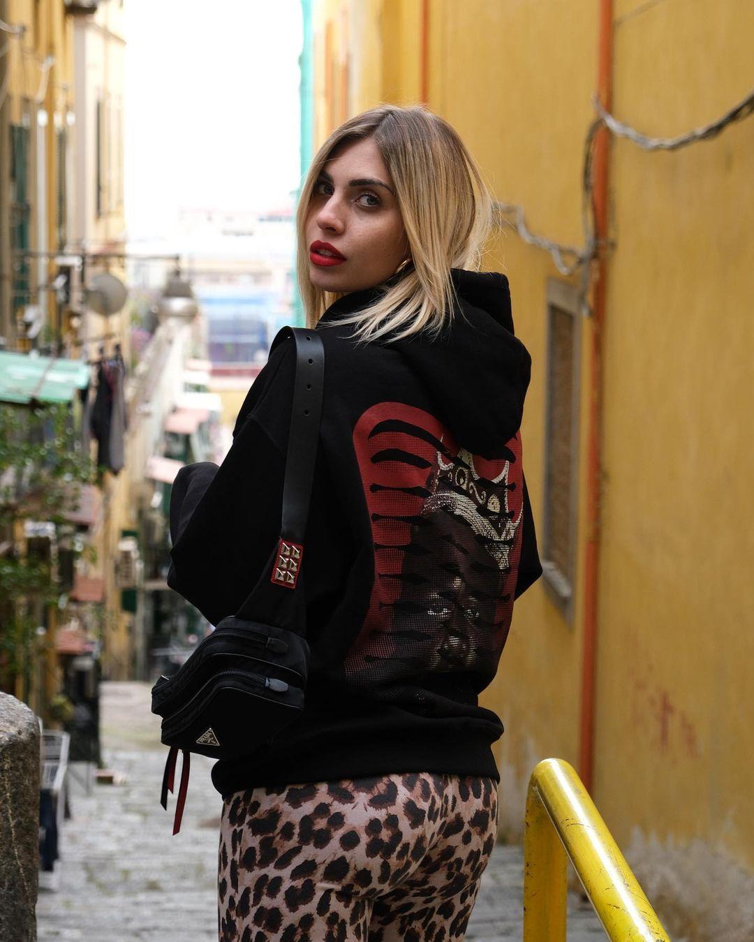 Ludovica-Melisurgo-Wallpapers-Insta-Fit-BIo-5
