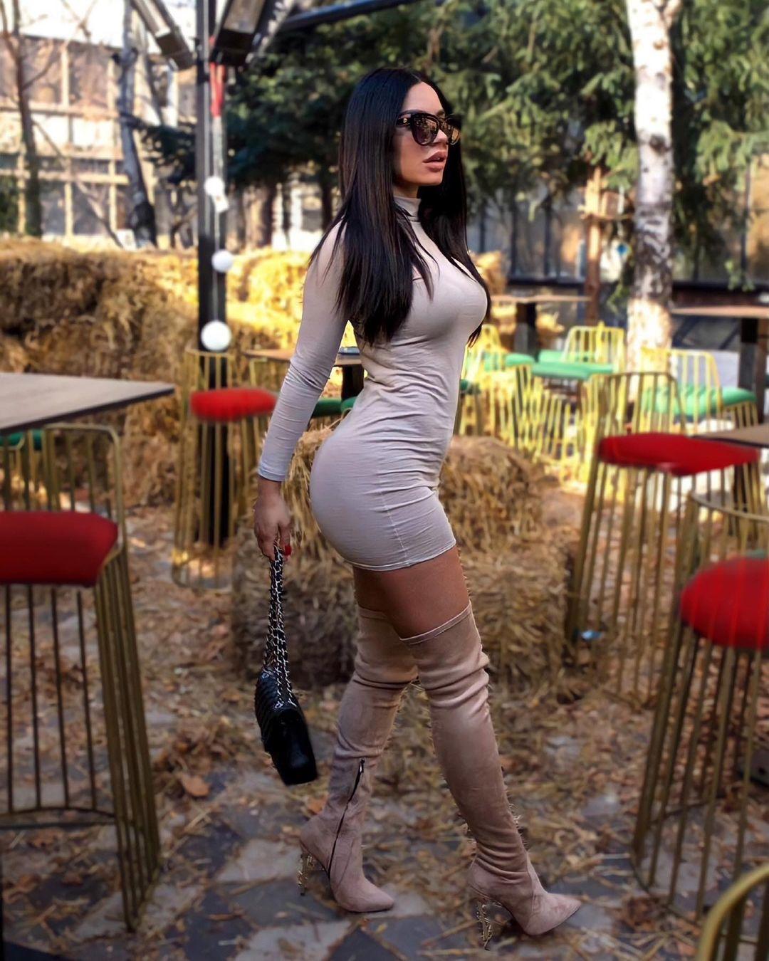 Andrea-Coco-Wallpapers-Insta-Fit-Bio-6