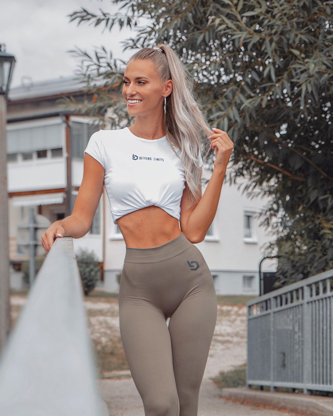 Sabrina-Guric-Wallpapers-Insta-Fit-Bio-4