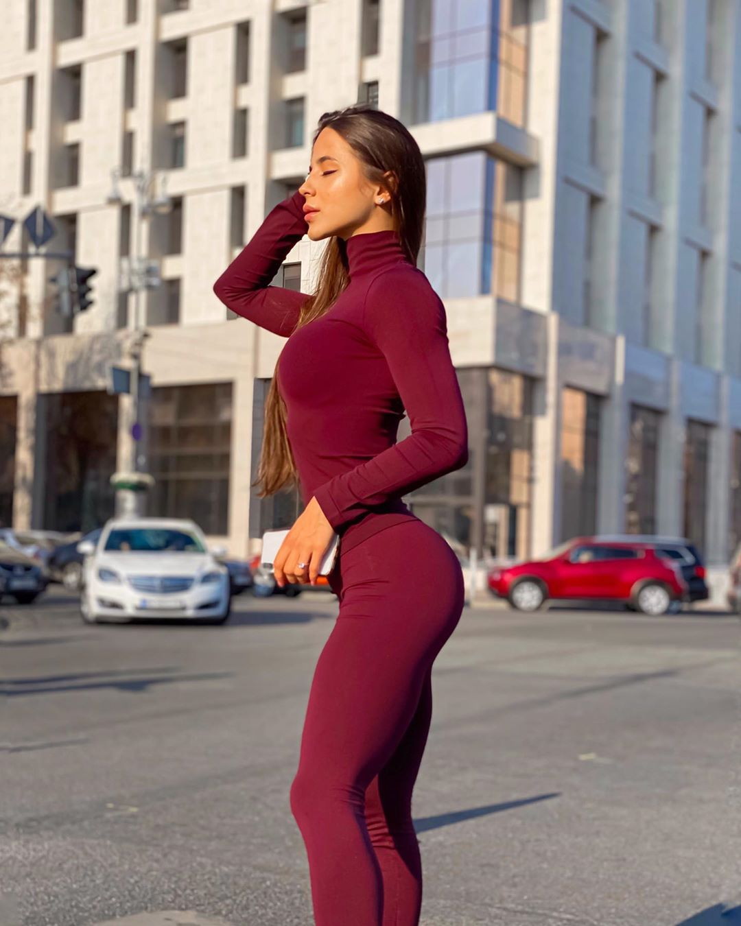 Olesia-Shevchuk-Wallpapers-Insta-Fit-Bio-1