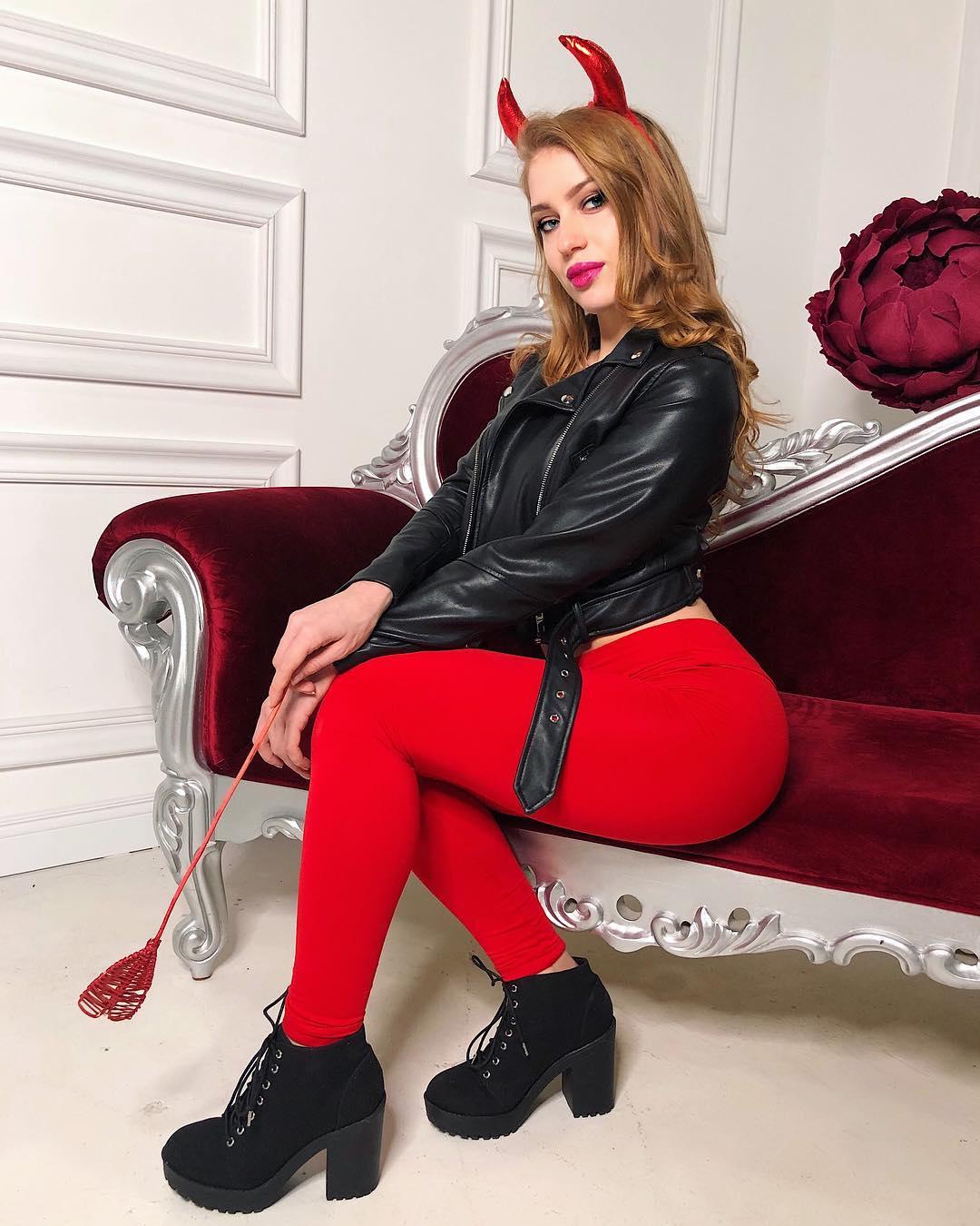 Polina-Dubkova-Wa-a-ers-Insta-Fit-Bio-4