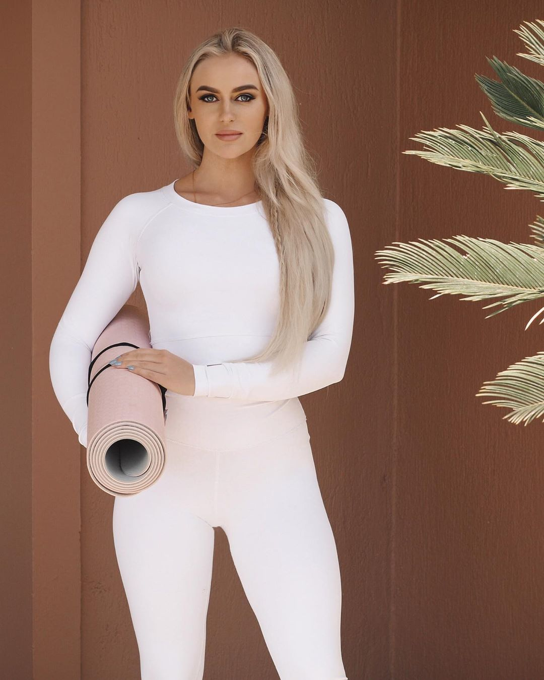 Anna-Nystrom-Wallpapers-Insta-Fit-Bio-1