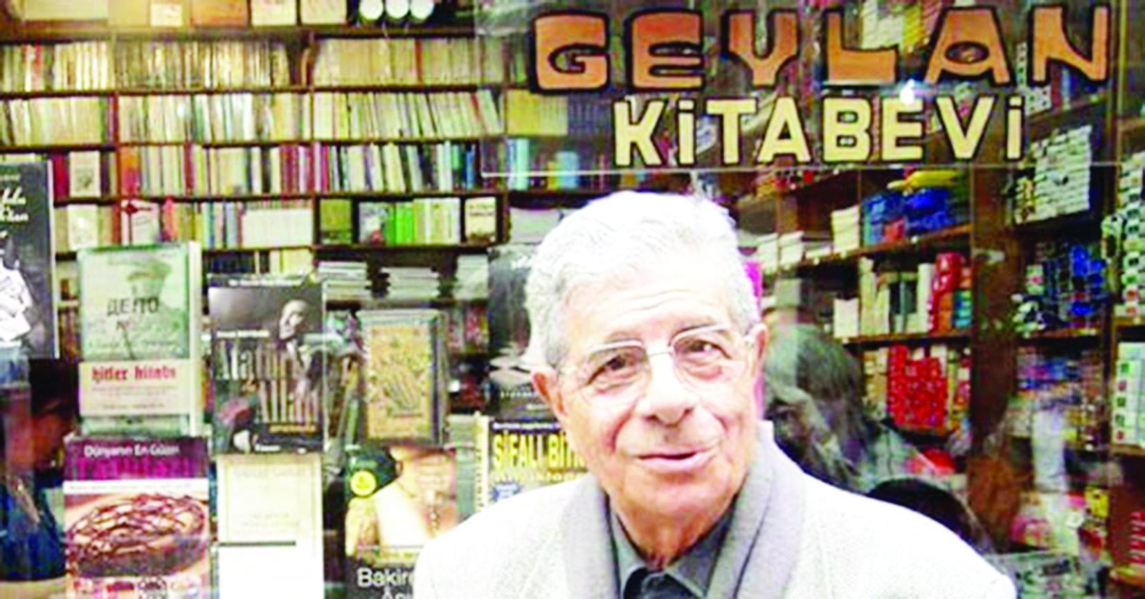 Ahmet Yorulmaz ve ünlü Geylan kitabevi