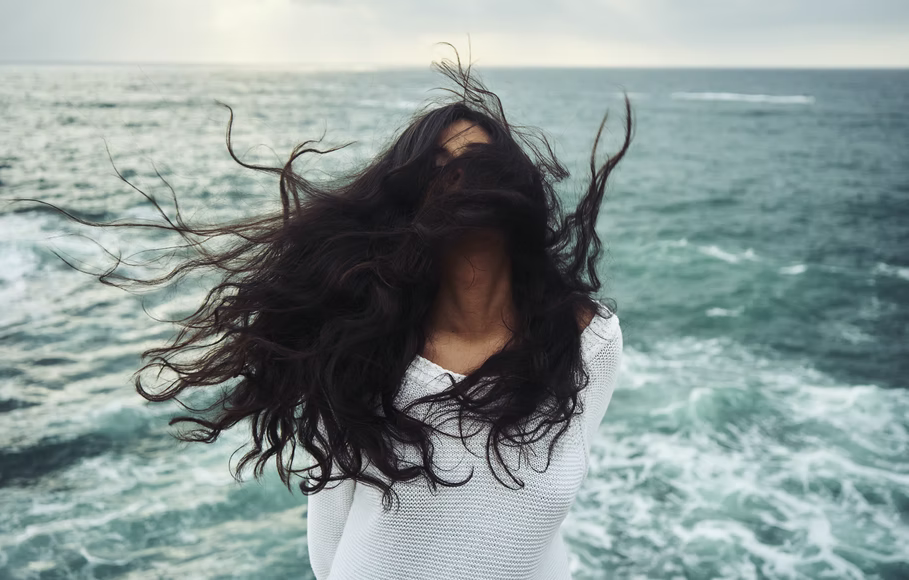 The Pros and Cons of Wearing Weft Hair Extensions
