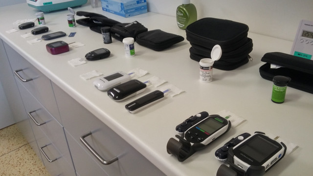 Glucose meter test at lab 01.jpg