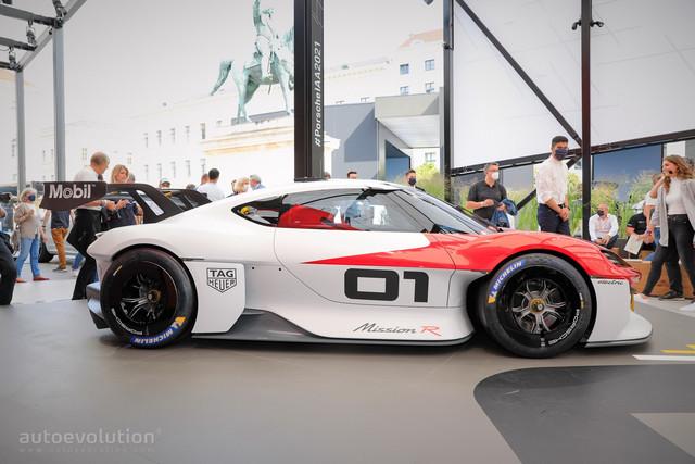2021 - [Porsche] Mission R - Page 2 122-B098-D-B3-D8-4629-A0-B9-DD2-A49-E83826
