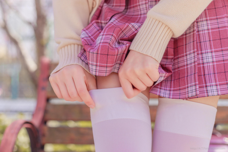 Tsubaki Album Vol 001 Pink Sailor suit & White knee socks 桜満開の季節 ピンク色に染めた学園 003