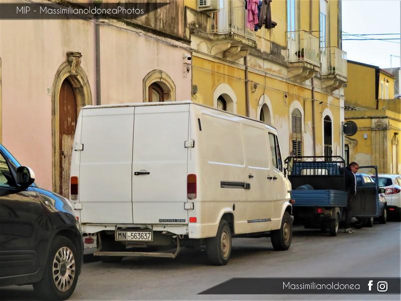 Veicoli commerciali e mezzi pesanti d'epoca o rari circolanti - Pagina 8 Mercedes-T1-208-D-2-3-79cv-92-MN563637