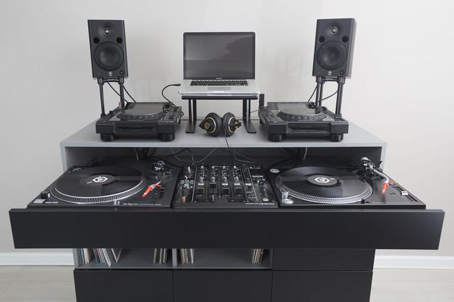 Roomy-DJ-4