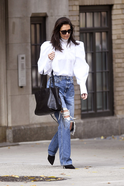 Katie-Holmes-steps-ouf-for-a-bussiness-meeting-in-New-York-City-today-Pictured-Katie-Holmes-Ref-SPL5