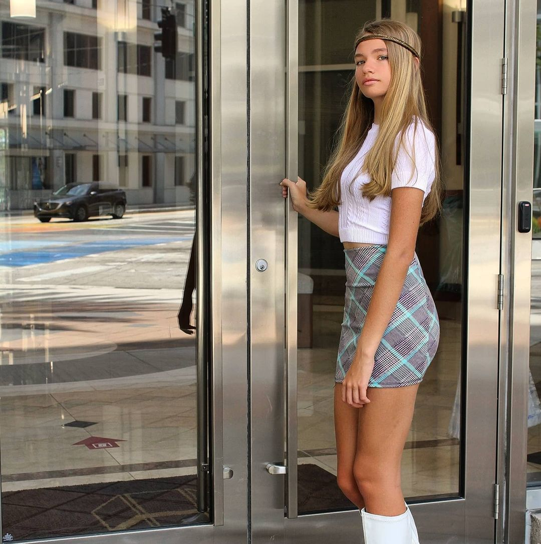Samantha-Beining-Wallpapers-Insta-Fit-Bio-2