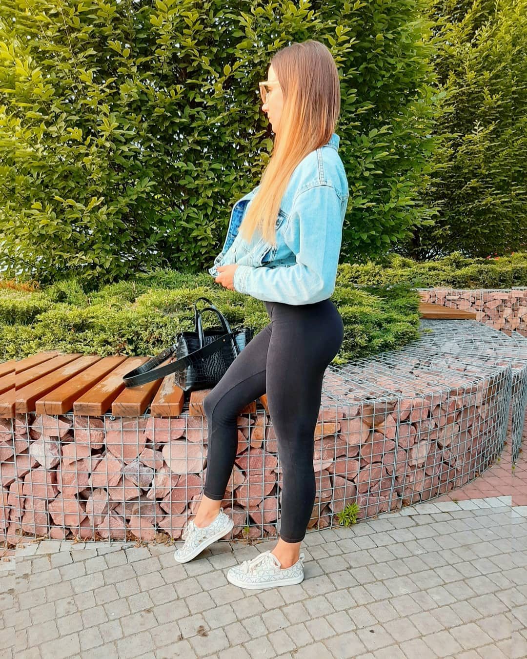 Alinka-Vladimirova-Wallpapers-Insta-Fit-Bio-4