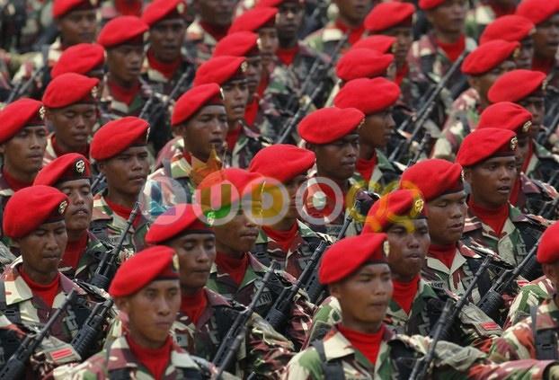 3 TNI Dan KOPASUS ,Menyamar Menjadi 3 Profesi