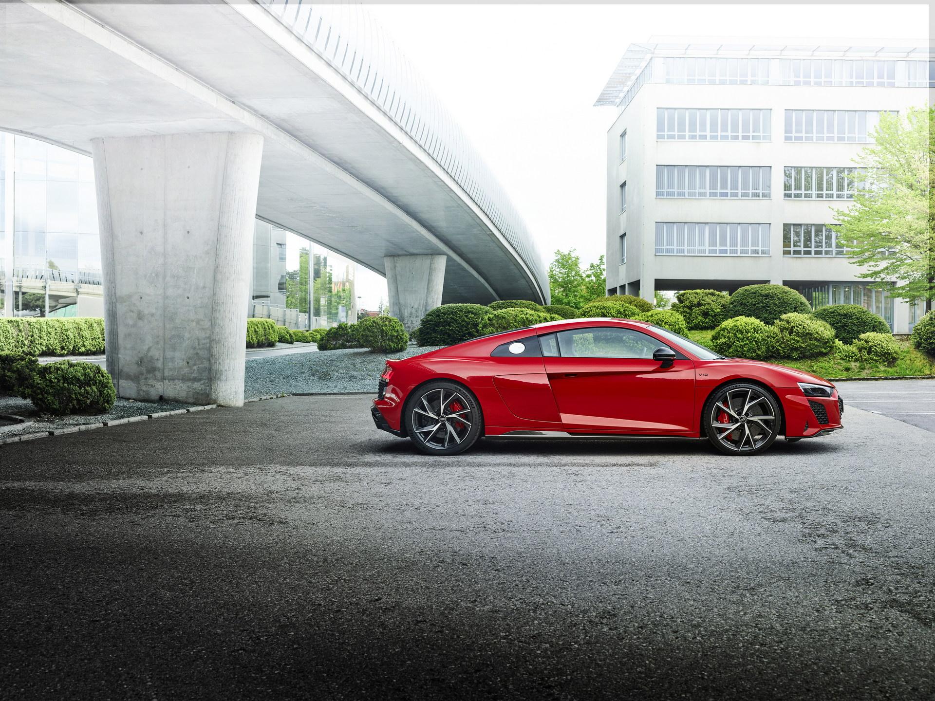 2022-Audi-R8-V10-Performance-RWD-13