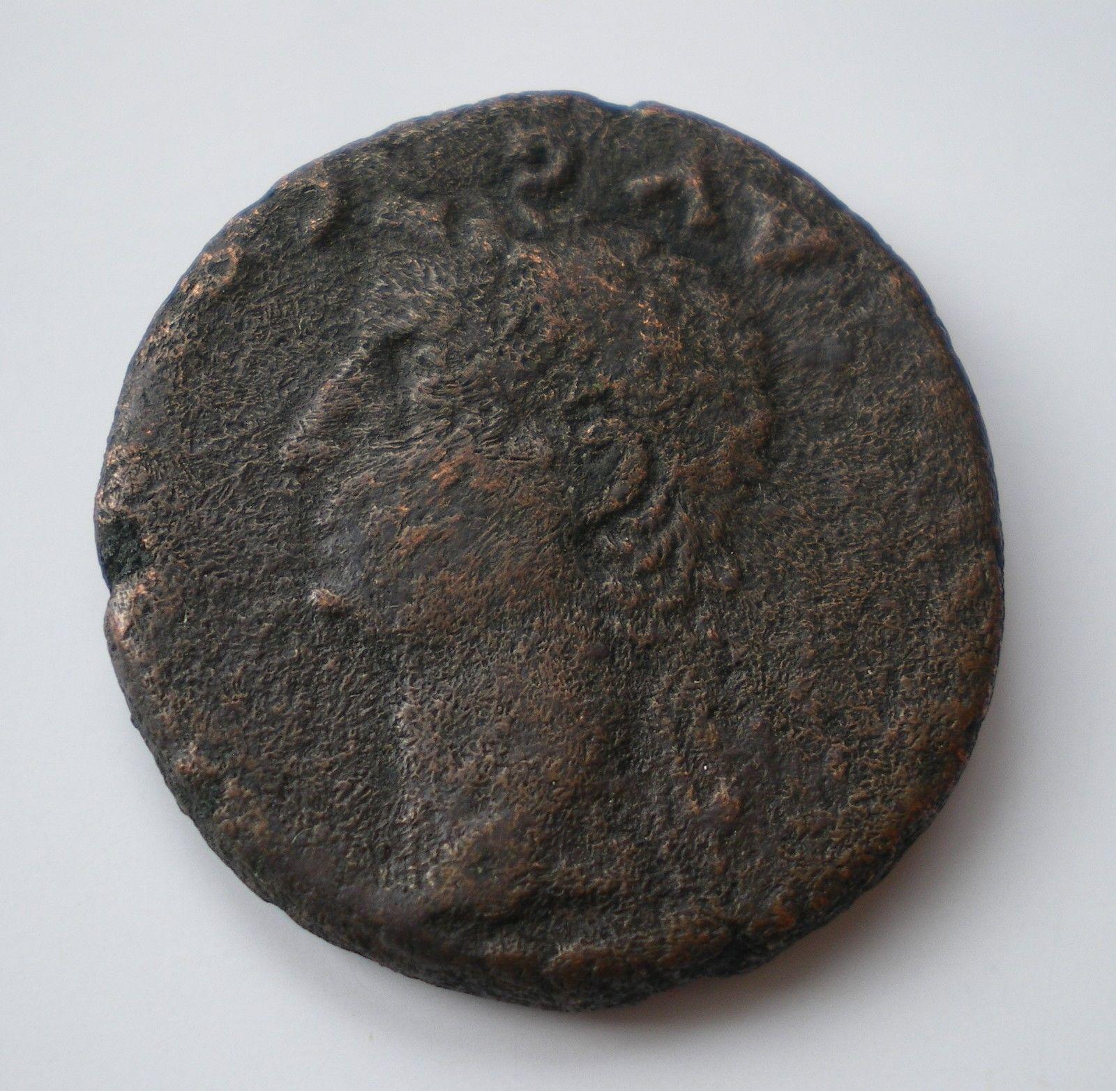As de Colonia Romula, época de Tiberio. GERMANICVS CAESAR DRVSVS CAESAR. Bustos afrontados de Germánico y Druso. S-l1600-2